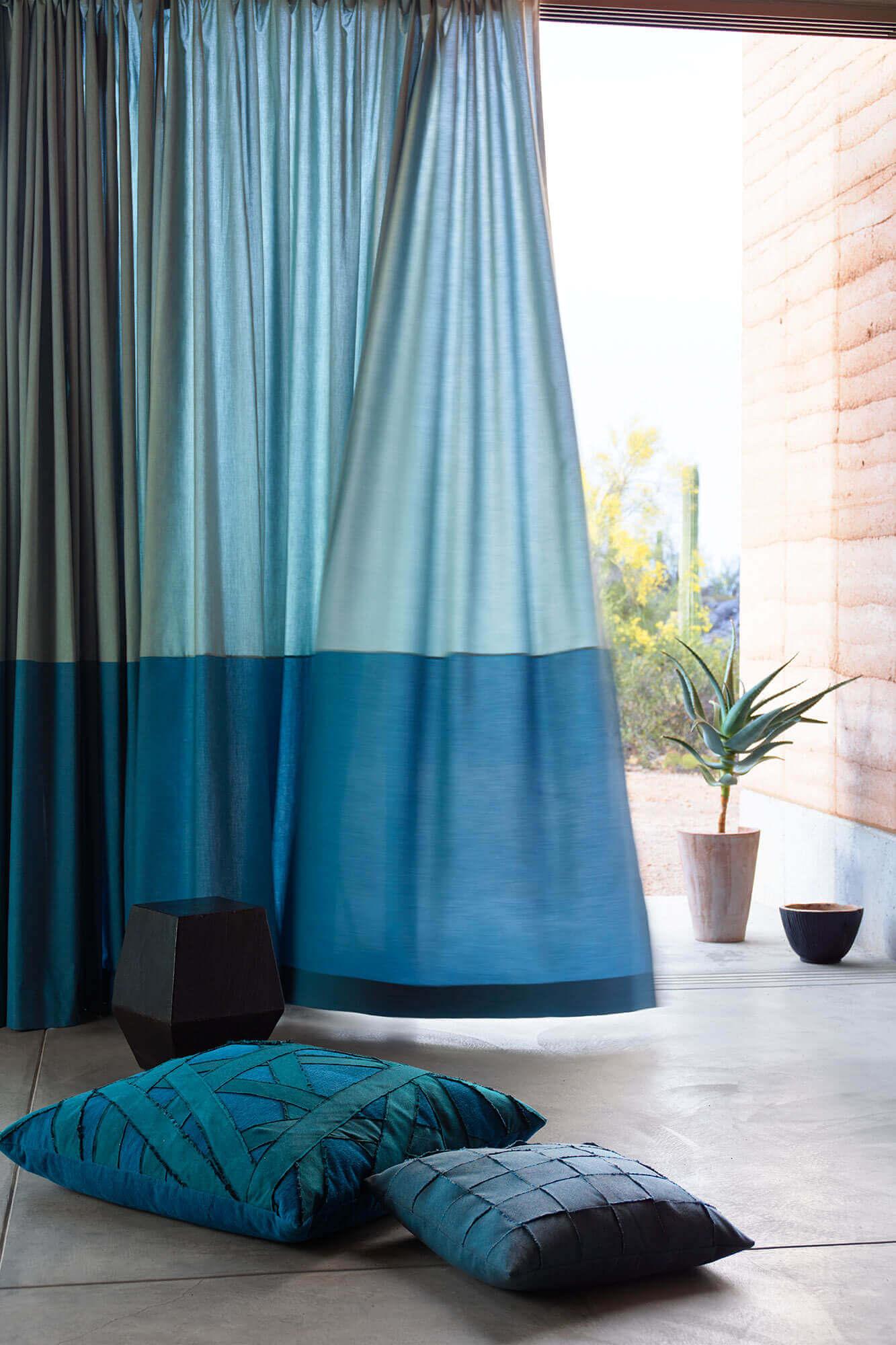 детали в интерьере должны повторять шторы и тюль