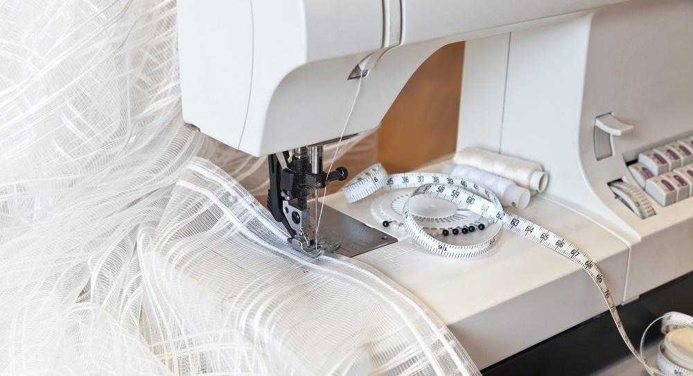 тюль и швейная машинка