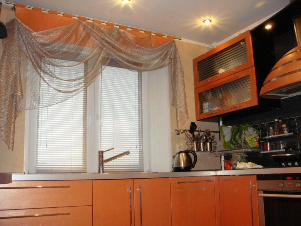 Ламбрекен на кухню: разновидности и пошив